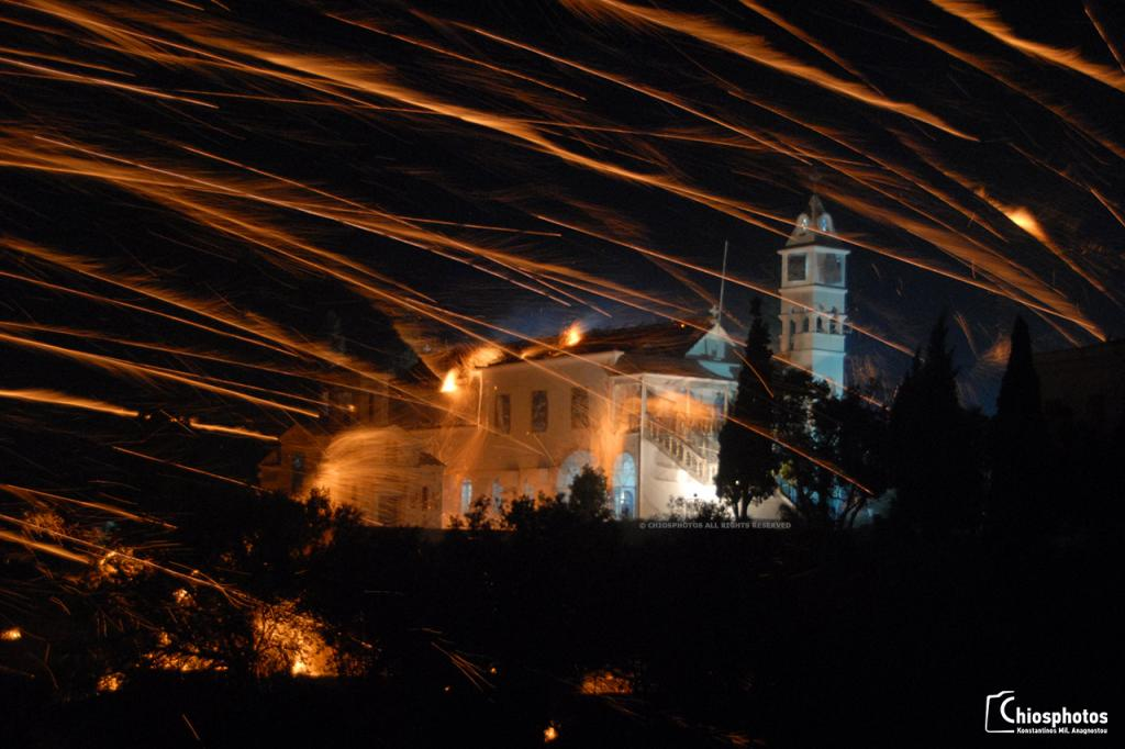 Το έθιμο του Ρουκετοπόλεμου στο Βροντάδο της Χίου
